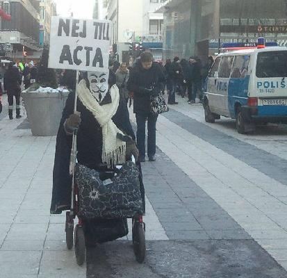 På väg till demonstrationen mot ACTA